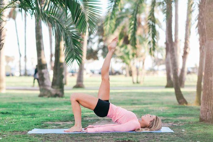 Kalça VE karın kaslarınızı tek bir hareketle çalıştırın.