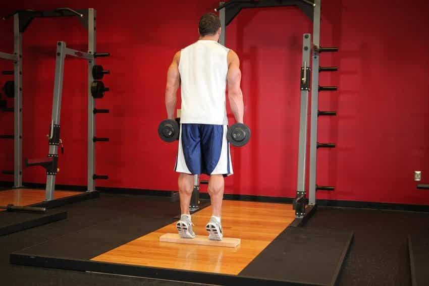 Постоянный подъем гантелей для теленка - Упражнения для ног - СИЛЬНЫЕ
