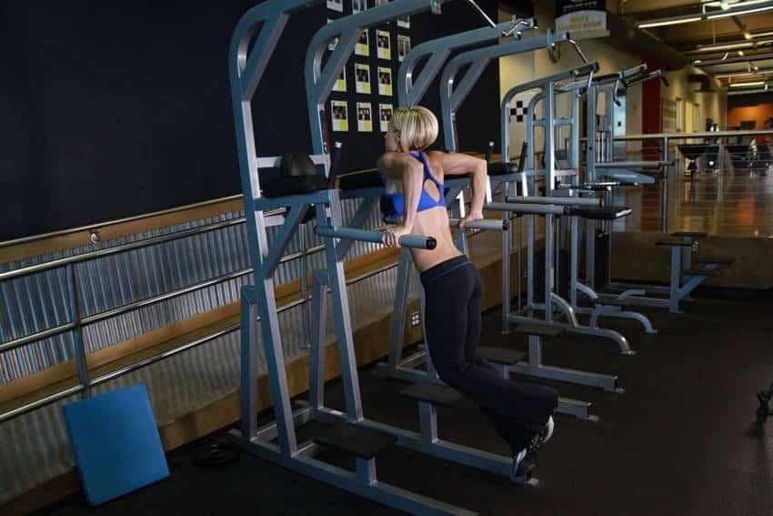 Dips (Triceps-versio) - Tricep-harjoitukset - GÜÇLÜYAŞA