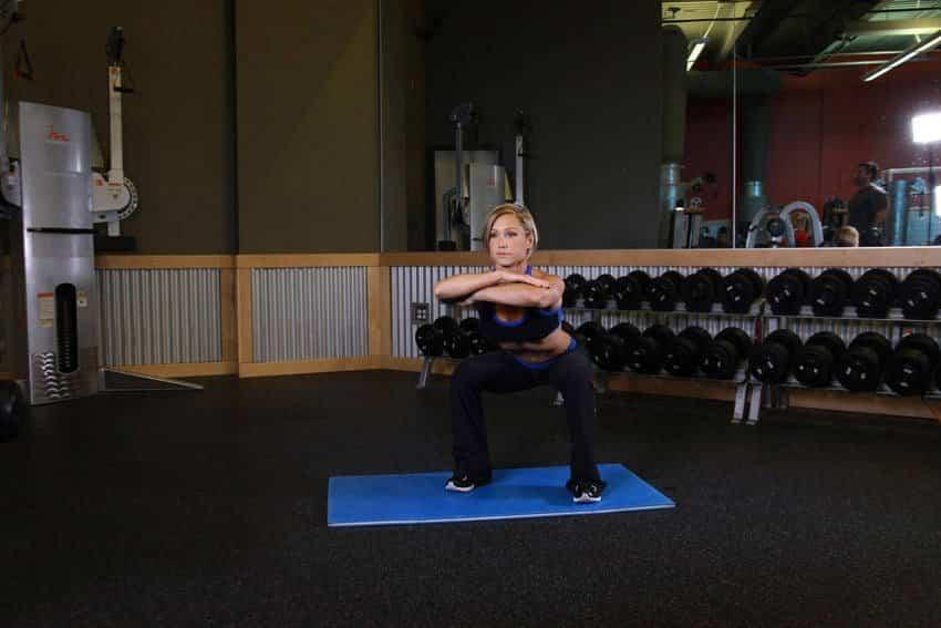 Приседания со свободной рукой - Упражнения для ног - GÜÇLÜYAŞA