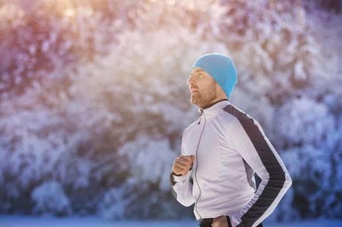 Karda Koşu Yapan Bereli Adam