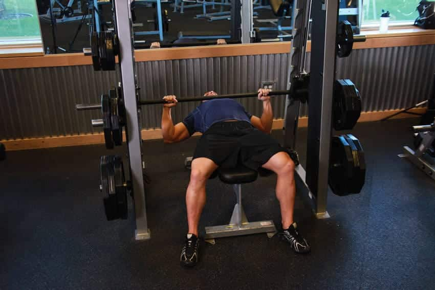 Smith Machine Bench Press - Bröstövningar - GÜÇLÜYAŞA