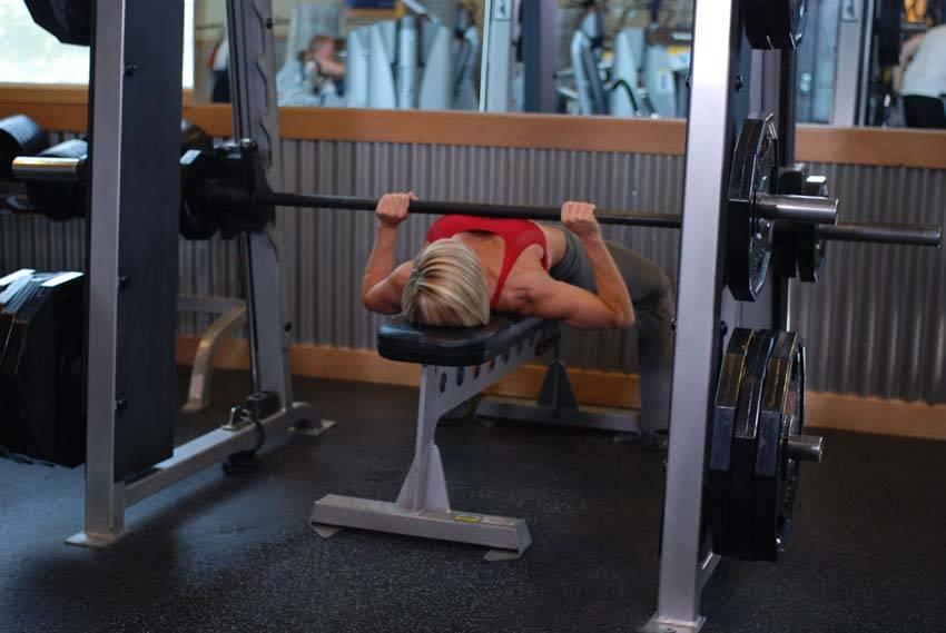 Smith Machine Bench Press - Göğüs Egzersizleri - GÜÇLÜYAŞA