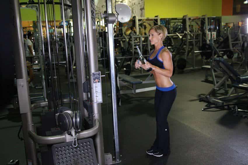 Triceps Pushdown V-baarilla - Tricep-harjoitukset - GÜÇLÜYAŞA